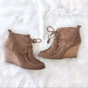 Lucky Brand Lace Up Suede Wedge Ankle Booties Sz 8